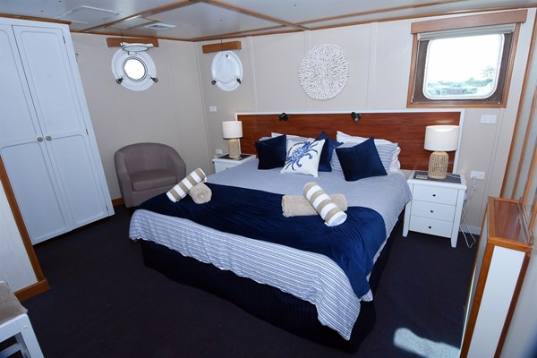 Eco Abrolhos Cruises - King bed deluxe cabin 25 (2)
