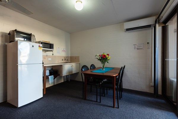 Sails Hotel Geraldton - Kitchenette in Apartment