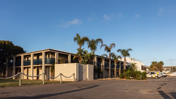 Sails Hotel Geraldton - Sails outside view